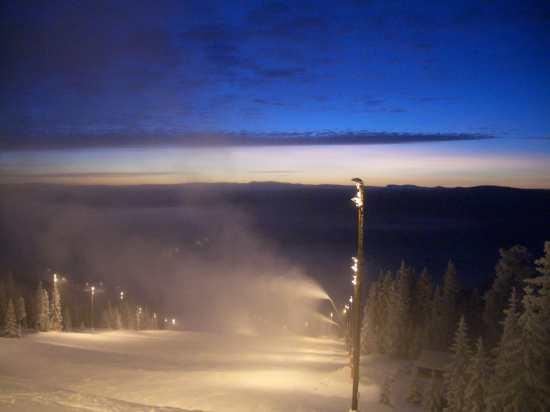 Haffjell - beleuchtete Piste am späten Nachmittag